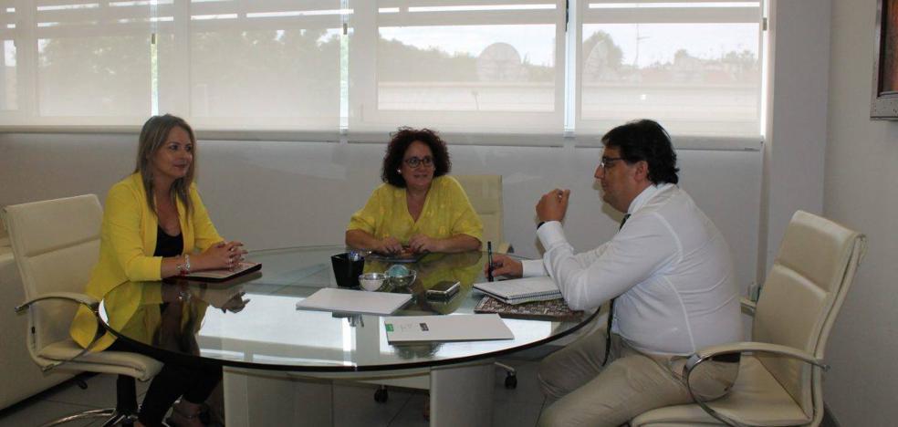 Juana Moreno se reúne con el consejero de Sanidad y Políticas Sociales