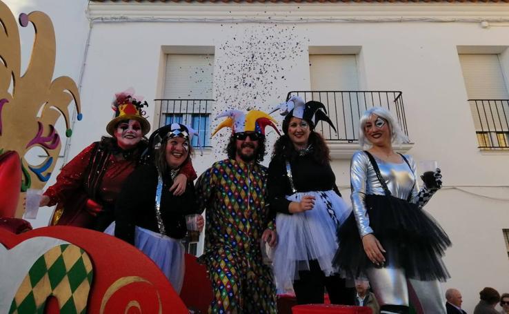El desfile del carnaval brilla en Llerena