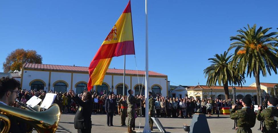 Los Santos de Maimona estrecha sus lazos con la Brigada Extremadura XI con el acto de homenaje a la Bandera