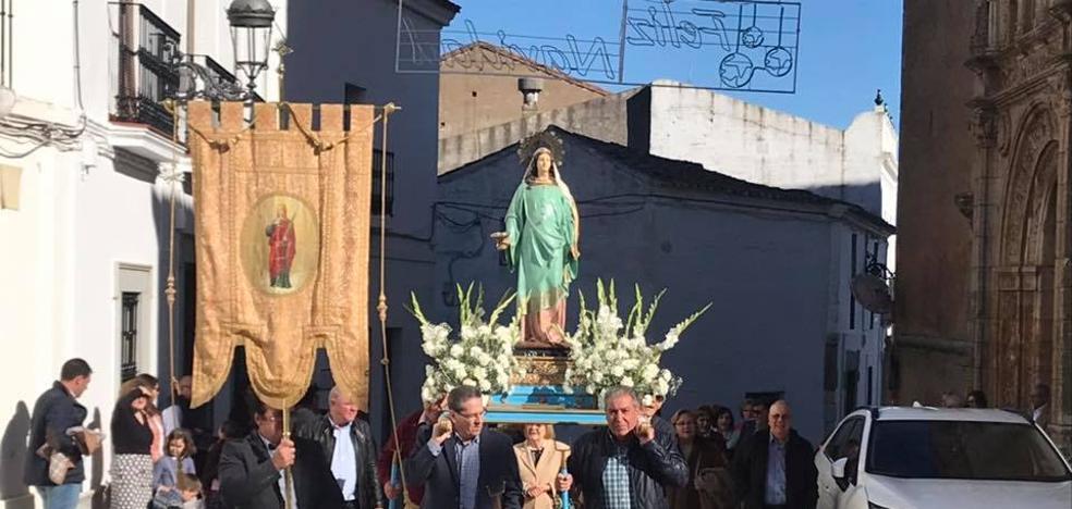 Santa Lucía salió en procesión el pasado domingo con sol y cohetes