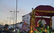 Brillante Cabalgata de Reyes Magos en la noche de la ilusión