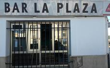 Roban en el Bar Plaza, situado en Vistahermosa, entrando por la ventana