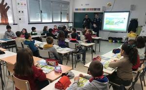 La Policía Local y 'Curro' ya han iniciado la campaña para recaudar fondos para luchar contra el cáncer infantil