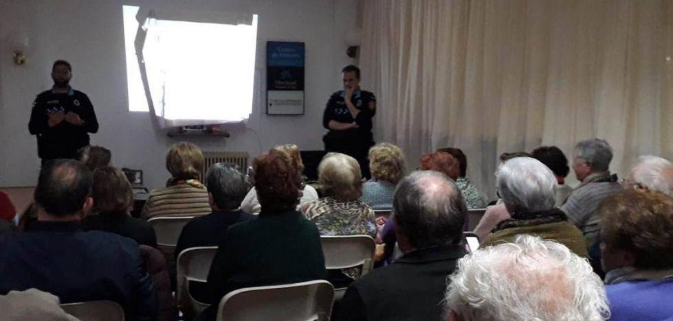 La Policía Local previene a los mayores para evitar que sean víctimas de robos y estafas