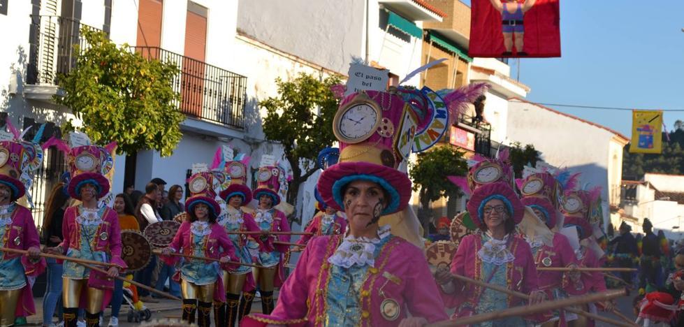 Vistoso desfile de Carnaval en la tarde del sábado