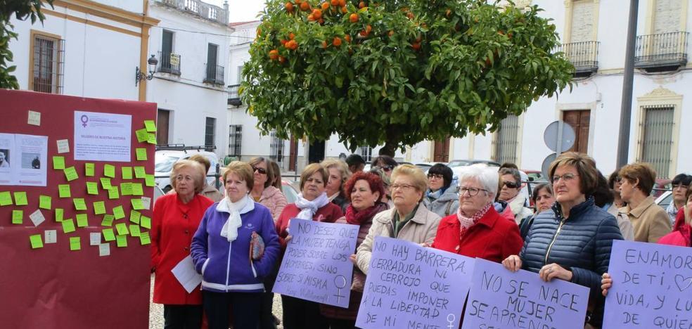 Acto en la Plaza de España con motivo del día de la mujer
