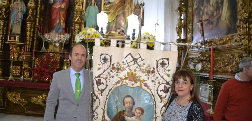 La procesión de San José concluyó con el traspaso del estandarte entre mayordomos y la misa