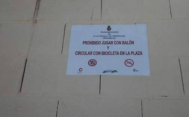 Papel colocado en la plaza