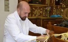 Rafael Escudero: las virtuosas manos de un 'rizador' de palmas
