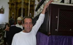 Francisco se despide despues de 38 años de costalero