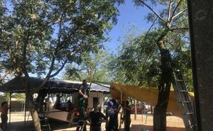 Los Romeros de San Isidro ultiman la preparación de las casetas donde 'vivirán' cinco días