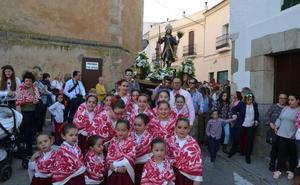 Hasta el santuario de la Virgen de la Estrella cerrará por la tarde los días de San Isidro que empieza hoy
