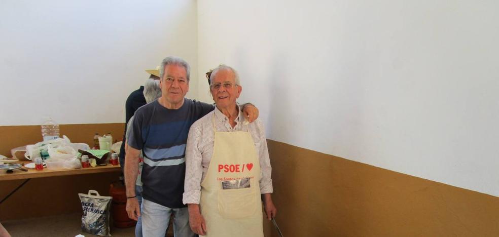 La caseta 'Las Adelfas' ganadora del premio a la mejor caldereta e 'In Extremis' al mejor gazpacho