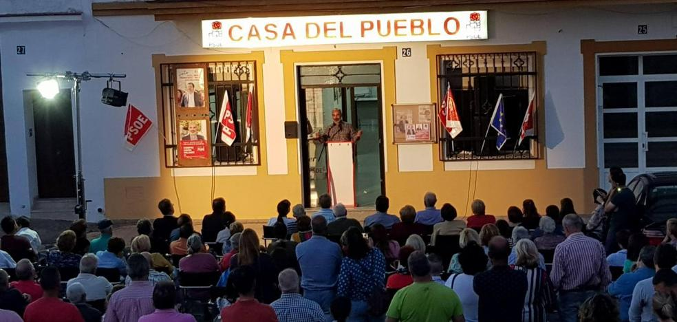 El PSOE cierra la campaña con una caravana de coches y un acto en la Casa del Pueblo