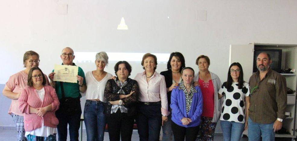 El Colegio Romero Muñoz ha homenajeado a los usuarios del grupo de ocio para todos por su trabajo en el centro