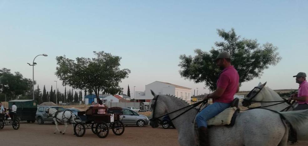 La asociación 'A Caballo por Maimona' salió a recorrer los caminos bajo la luna