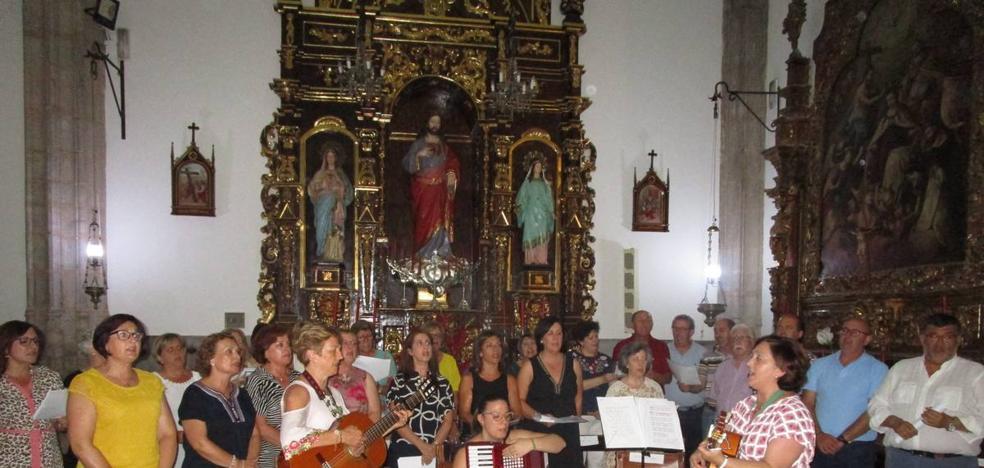 El coro del Sagrado Corazón irrumpe con fuerza