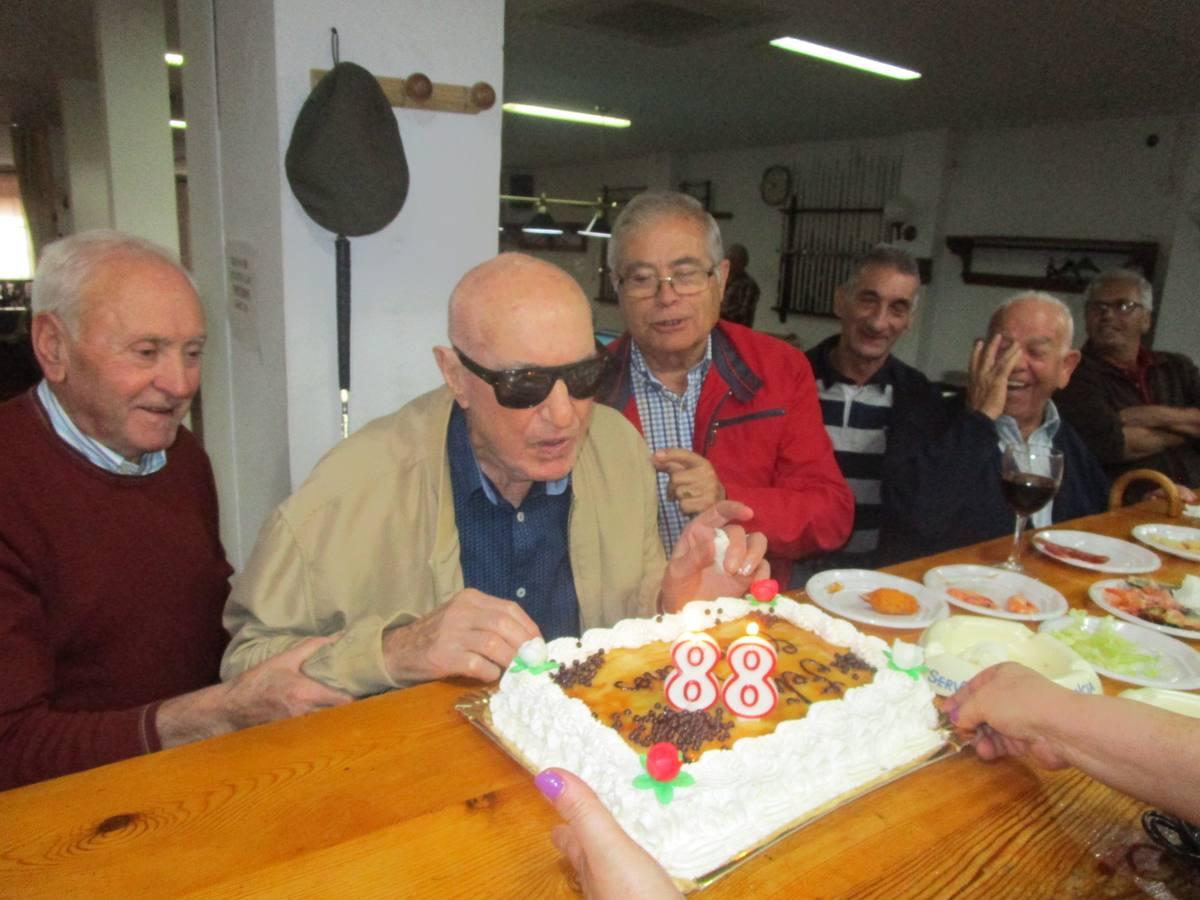 Luis Penco celebra sus 88 años rodeado de amigos y familiares