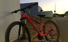 Una brillante operación las Policías Locales de Los Santos y Villafranca permiten encontrar una bici robada
