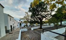 Los vecinos de la barriada de Los Pitufos exigen mejoras en la accesibilidad