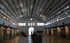 Este viernes ha abierto el mercado municipal de abastos con solo dos puestos y sin energía electrica