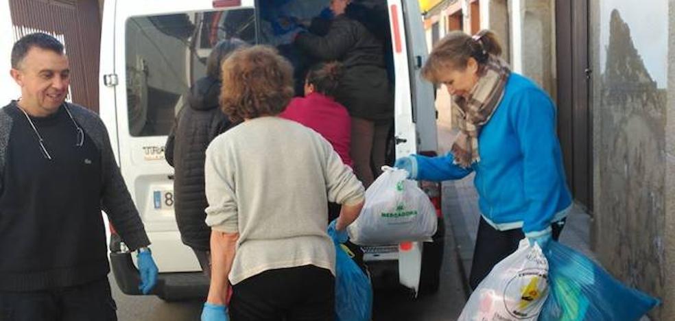 Cáritas Parroquial Malpartida de Cáceres ha donado 800 kg de ropa y calzado usado a la asociación 'La Vereda Extremeña', de Badajoz