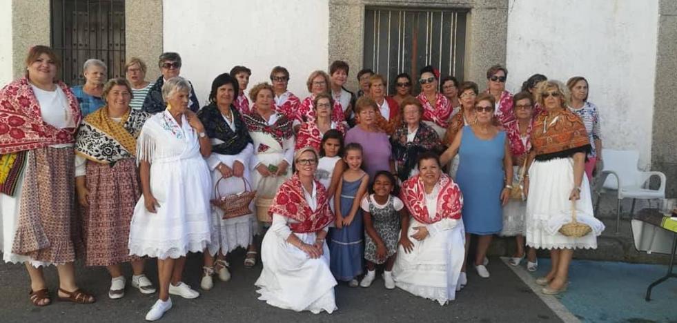 La asociación Amas de Casa Los Barruecos continúa con la cebraleción de los actos de su Semana Cultural