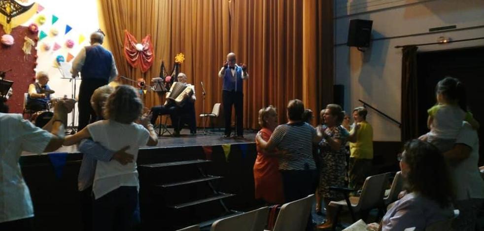 Fin de semana de actividades de la Semana Cultural de las Amas de Casa 'Los Barruecos'