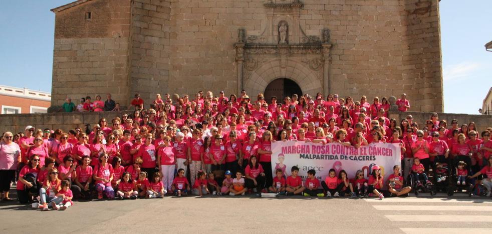 Alrededor de 700 inscritos en la última edición de la Marcha Rosa Contra el Cáncer de Mama de Malpartida de Cáceres
