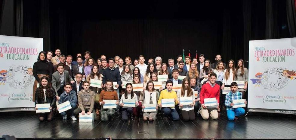 63 alumnos extremeños reciben los Premios Extraordinarios de Educación en Miajadas