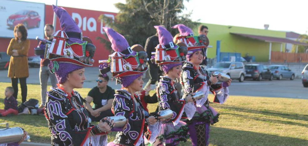 El grupo musical Mago de Oz 'reta' a la comparsa de Los Colegas