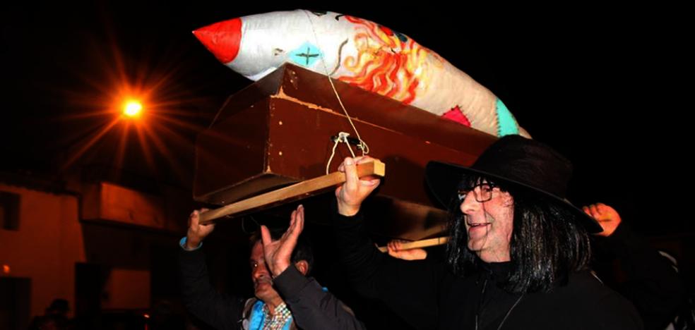 El 'Entierro de la Sardina' pone el punto y final al carnaval miajadeño