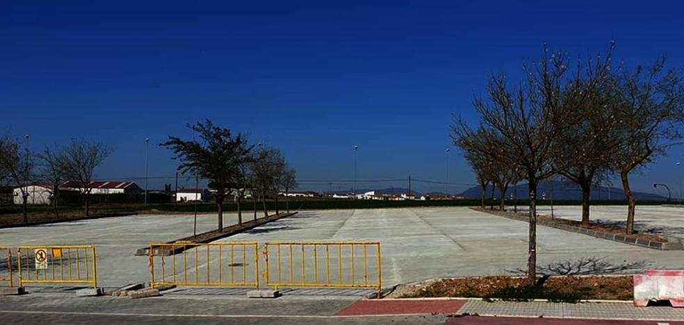 Finalizan las obras del aparcamiento y de los vestuarios de la zona deportiva