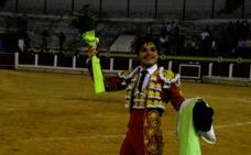 El joven novillero Iván Valares debuta en Mérida saliendo por la puerta grande