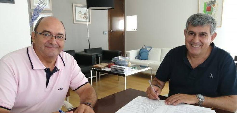 La Escuela de Fútbol de Miajadas y el Ayuntamiento sellan un nuevo acuerdo de colaboración