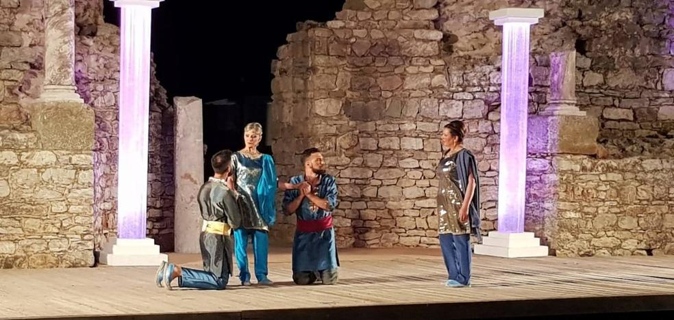 La compañía Meaxadas Teatro triunfa en las Noches de Regina
