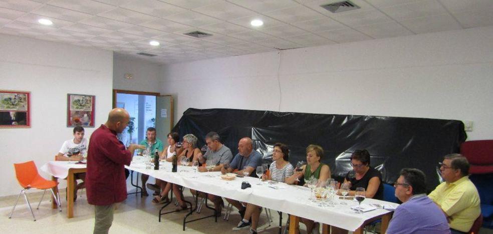 Continúan despertando interés los talleres sobre cata y elaboración de vinos en la comarca