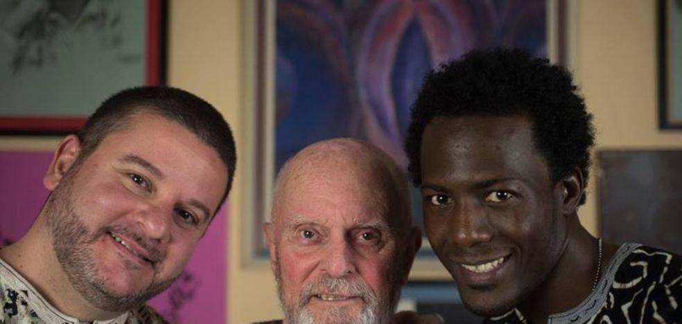 Julio Santiago, un miajadeño entregado al servicio del arte desde hace 25 años