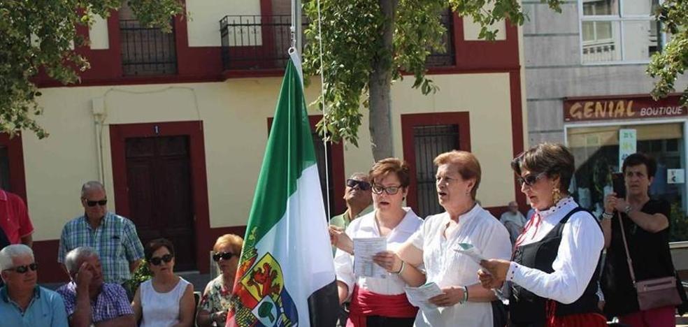 Miajadas se tiñe de verde, blanco y negro para festejar el Día de Extremadura