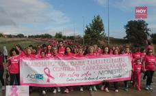 La primera marcha rosa contra el cáncer de mama reúne a casi un millar de personas