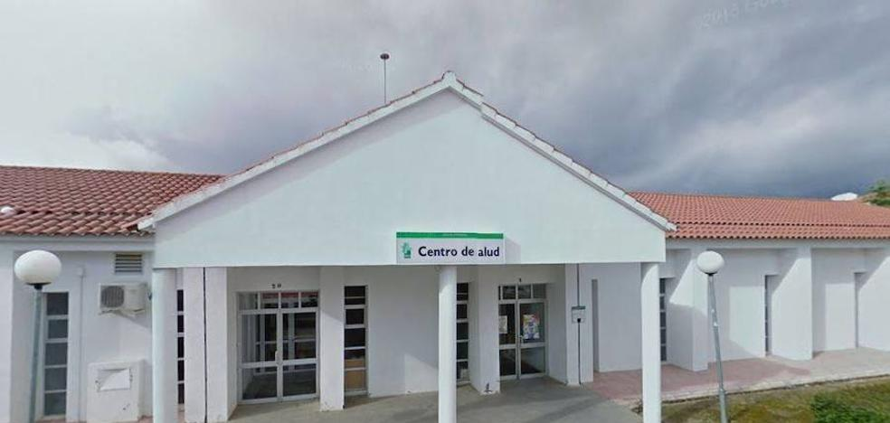 Malestar entre los vecinos de Monesterio por la falta de médicos en el centro de salud
