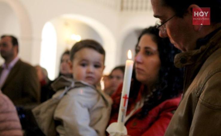 Presentación de niños bautizados en 2018 ante la Virgen de Tentudía