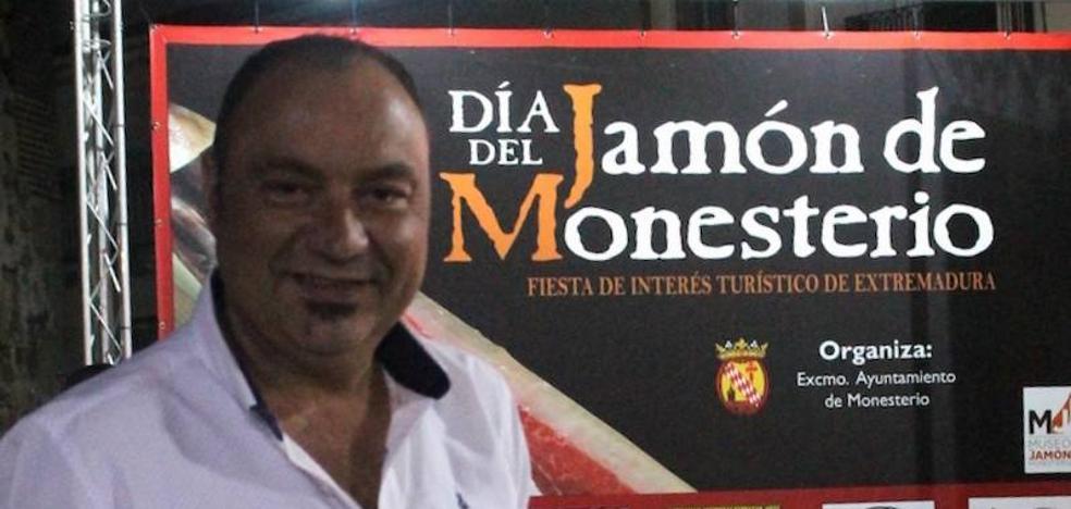 Monesterio lamenta el fallecimiento del maestro cortador de jamón Nico Jiménez