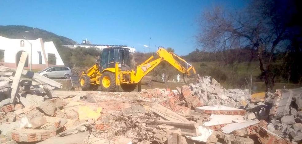Comienzan las actuaciones en la pradera del Culebrín con la demolición del antiguo escenario