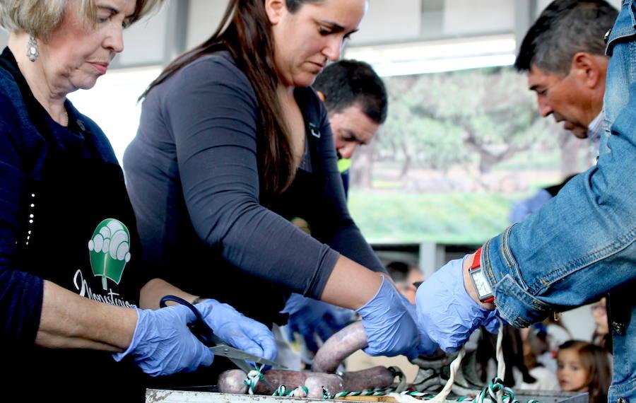 La Matanza Tradicional del Cerdo Ibérico muestra por primera vez la elaboración de embutidos