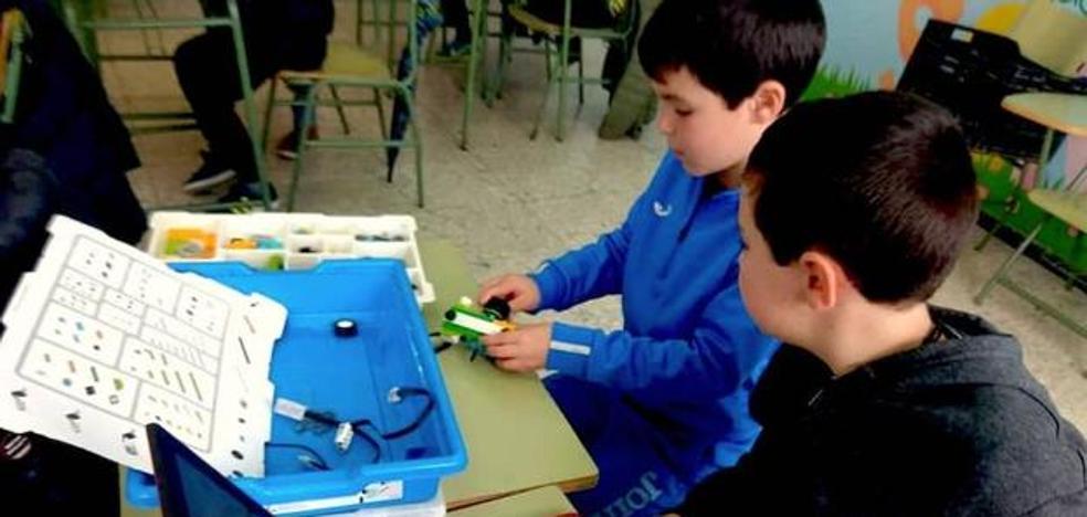 Campamento de robótica educativa para niños del colegio en Semana Santa