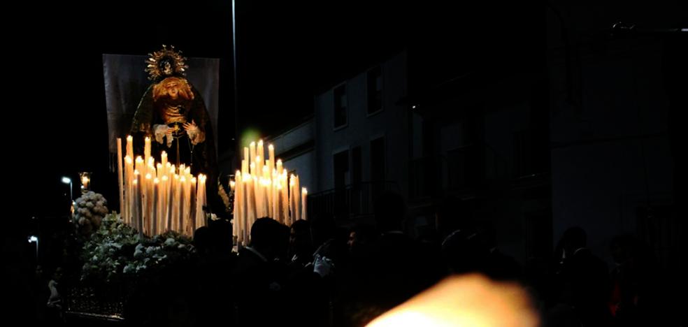Un Vía Crucis y las procesiones del Santo Entierro y de La Soledad marcan el Viernes Santo