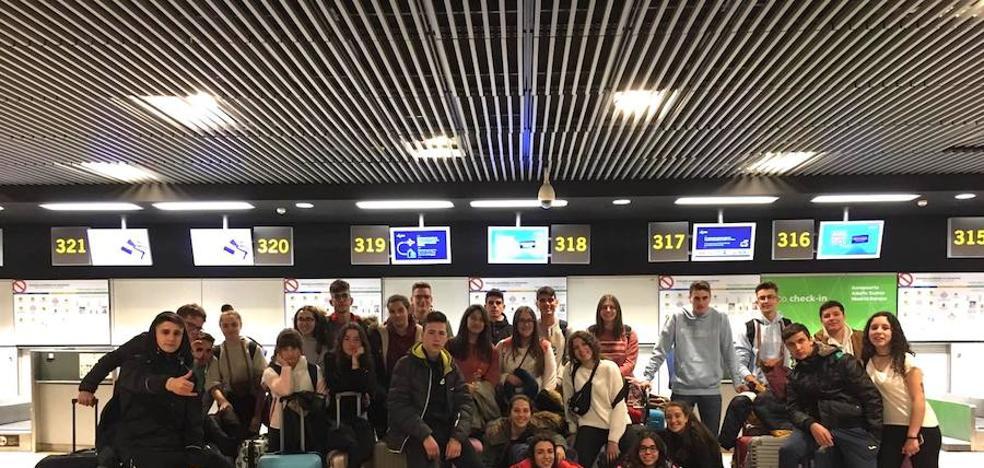 26 estudiantes monesterienses disfrutan desde hoy de un intercambio en Eslovaquia