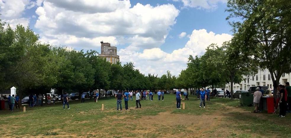 Una convivencia en torno al juego del mojón conmemora en Monesterio el Día del Trabajador