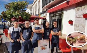 Las tortitas ibéricas de La Ponderosa conquistan el paladar de los comensales en la X Vía de la Tapa de Monesterio